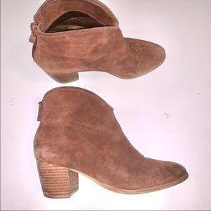 Cynthia Vincent Suede Brown Booties, sz 7